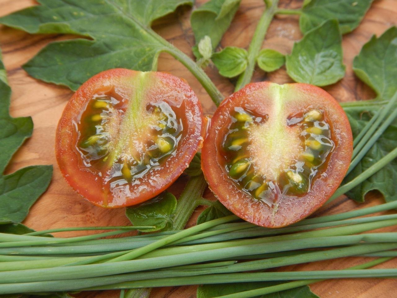 Italienische Weinbergtomate oliv-rot gestreifte Cocktailtomate Lagertomate
